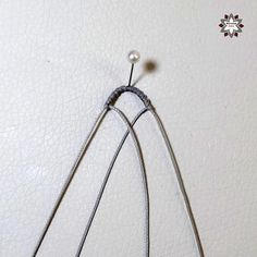 Tutorial: Loops earring – Macramotiv Macrame Earrings Tutorial, Earring Tutorial, Lace Necklace, Macrame Necklace, Macrame Patterns, Plant Hanger, Friendship Bracelets, Diy Jewelry, Arts And Crafts