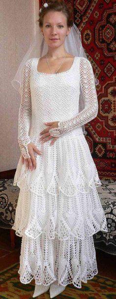 NOIVAS MARAVILHOSAS Crochet Wedding Dress Pattern, Crochet Wedding Dresses, Wedding Dress Patterns, Crochet Poncho Patterns, Dress Wedding, Freeform Crochet, Crochet Lace, Tea Gown, Embroidery Fashion