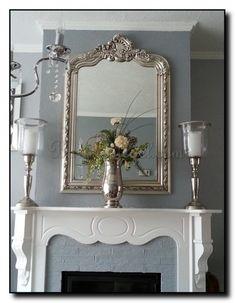 schouwspiegel met kuif zilver op blauw grijze achtergrond. http://www.barokspiegel.com/detail/622860-299-spiegel-rufino