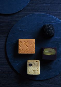 still life - food styling - dark Japanese Snacks, Japanese Sweets, Japanese Food, Matcha, Chocolates, Japanese Wagashi, Fermentation Recipes, Peach Cake, Mooncake