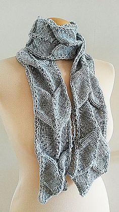Pleated_arrow_scarf_hand_knit_4_medium