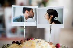 Originele taarttopper met polaroid foto  Trouw Trendy #bruidsfotografie