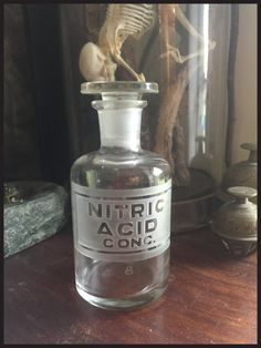 Stunning Etched Antique Chemist / Apothecary / Poison Bottle - Nitric Acid…