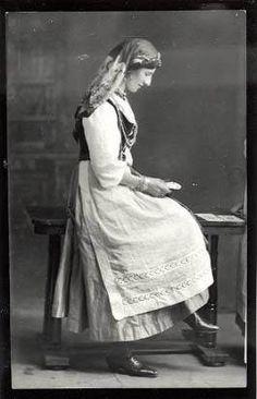 Fortune teller La Sans Pareille ( S. Ebser) 1900. by sanspareille69, via Flickr
