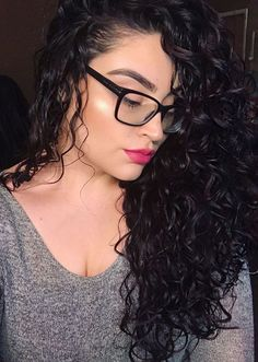 As a Type 2c wavy, it can be surprisingly difficult to find other wavies with my hair type who rock their natural waves.