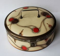 Bread box or big biscuit box. Privatsammlung