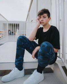 I want him so bad😭😭 Cute 13 Year Old Boys, Young Cute Boys, Cute Teenage Boys, Teen Boys, Beautiful Boys, Pretty Boys, Outfits For Teens, Boy Outfits, Joey Matthew