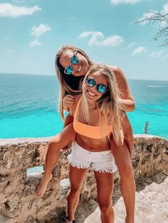"""👩🏻🦱👱🏾♀👩🏽🦳 Cute Teenager O… - Shopkins Party Ideas Cute Beach Pictures, Cute Friend Pictures, Friend Photos, Beach Pics, Sister Beach Pictures, Bff Pics, Shooting Photo Amis, Best Friend Fotos, Shotting Photo"
