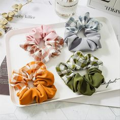 Diy Hair Scrunchies, Kawaii Background, Scrapbook Journal, Diy Hairstyles, Gift Wrapping, Plaid, Crafty, Creative, Product Ideas