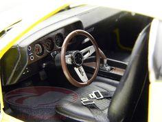 """12845: Dodge Challenger R/T 1970 TV Series Car NCIS gelb / yellow 1:18 Greenlight, EAN 810166015226Hersteller: Greenlight Maßstab: 1:18 Fahrzeug: Dodge Challenger R/T """"NCIS TV Series Car"""" Baujahr: 1970 Artikelnummer: 12845 Farbe: gelb - schwarz EAN 810166015226 Modellbesonderheiten:  originalgetreue Innenraumausstattung detaillierter Motorraum lenkbare Vorderräder zu öffnende Motorhaube, Türen und Kofferraum"""