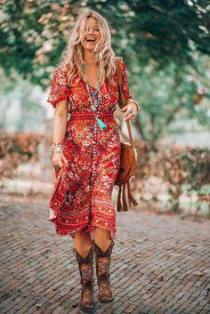 That fabulous red dress bohemian style that has got everybody talking robe rouge style bohème Vetement Hippie Chic, Estilo Hippie Chic, Hippie Chic Fashion, Boho Fashion Over 40, Style Fashion, Boho Festival Fashion, Gypsy Fashion, Country Fashion, Fashion Edgy