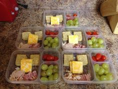 lunchables using low fat triscuits 2 cheese low sodium low fat lunch meat along with grapes and tomatoes Lunch Meal Prep, Healthy Meal Prep, Healthy Snacks, Healthy Eating, Healthy Recipes, Lunch Time, Lunch Snacks, Lunch Recipes, Snacks List