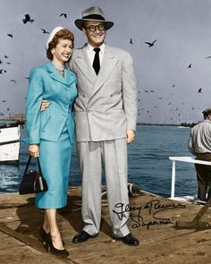 Noel Neill (Lois Lane) George Reeves (Clark Kent/Superman) Adventures of Superman TV series. Superman Comic, First Superman, Superman Movies, Superman Family, Real Superman, Superman Actors, Superman Logo, Great Tv Shows, Old Tv Shows