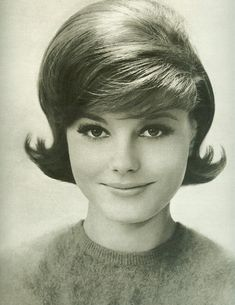 Vintage Hairstyles So charmingly vintage girl next door. Foto Fashion, 1960s Fashion, Trendy Fashion, Fashion News, Fashion Trends, Pelo Vintage, Retro Hairstyles, Wedding Hairstyles, Fashion Hairstyles