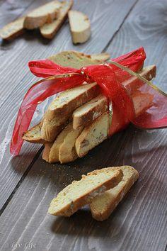 Triple Orange Biscotti ~ crunchy bites of winter sunshine | Liv Life | #biscotti #baking @livlifetoo