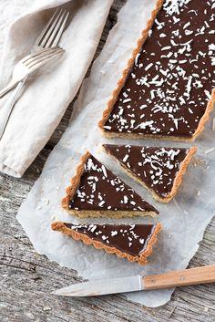 Tarte Noix de Coco, Chocolat, Amandes | Lilie Bakery http://liliebakery.fr/tarte-noix-de-coco-chocolat-amandes/