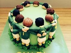 Rugby Cake - love this idea. Just wish I was talented enough to make it for dad. Fancy Cakes, Cute Cakes, Fondant Cakes, Cupcake Cakes, Rugby Cake, Sports Themed Cakes, Dad Birthday Cakes, Soccer Birthday, Soccer Party