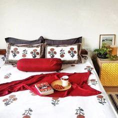Jayati and Manali share their home tour as the science home décor - the beautiful bedroom with green plants and vintages Bedroom Plants Decor, Indian Bedroom Decor, Indian Room, Home Decor Bedroom, Bedroom Décor, Bedroom Furniture, Wall Decor, Indian Home Interior, Indian Home Decor
