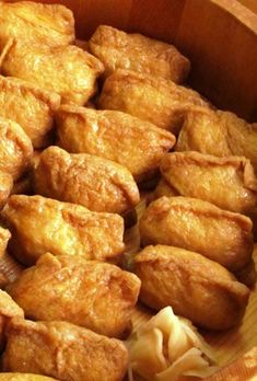 Great recipe for Amazing Inari Sushi. The delicious combo of wweet aburaage and unsweetened sushi rice is what makes inari sushi so… Sushi Recipes, Asian Recipes, Snack Recipes, Cooking Recipes, Snacks, Ethnic Recipes, Hawaiian Recipes, Great Recipes, Favorite Recipes