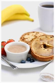 Pass on the butter, jelly or cream cheese this time around. Use a schmear of banana spread on your breakfast bagel and with a couple of other ingredients, you'll want to make this Banana Breakfast Spread every day of the week. Breakfast Bagel, Banana Breakfast, Breakfast Recipes, Brunch Recipes, Breakfast Ideas, Chiquita Banana Recipe, Ripe Banana Recipe, Banana Recipes Quick, Banana Treats