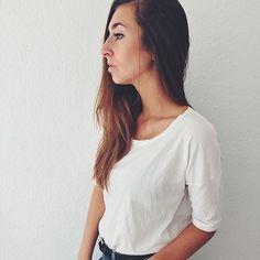 Our Boxy shirt in organic cotton | looking good on @kris.kit ◻️▫️◻️ #funktionschnitt #basics #whiteshirt #oragniccotton #womenswear #ootd #minimalshirt #premium #shirt #basic #fashion #look #instagood