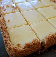 Creamy Lemon Squares INGREDIENTS : 4 tablespoons butter, melted and cooled, plus more for a pan. FOR THE FILLING: 2 large egg yolks. 1 can ( 14 ounces ) sweetened condensed milk. Fudge, Chicken Hashbrown Casserole, Lemon Squares Recipe, Squares Recipes, Cake Recipes, Dessert Recipes, Lemon Recipes, Dessert Bars, Dessert Ideas