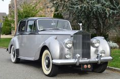 Used 1953 Rolls-Royce Silver Dawn Stock # 18948 in Astoria, NY at Gullwing Motor Cars, NY's premier pre-owned luxury car dealership. Come test drive a Rolls-Royce today! Retro Cars, Vintage Cars, Antique Cars, Porsche 964 Rs, Rolls Royce Silver Spirit, Classic Rolls Royce, Luxury Car Dealership, Rolls Royce Cars, Classic Motors