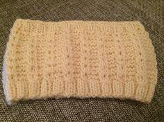 Pannebånd, falske fletter, naturhvitt. Knitted Hats, Knitting, Fashion, Threading, Moda, Tricot, Fashion Styles, Breien, Stricken