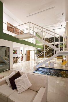 10- Casa Acapulco-sala-escada-moderna