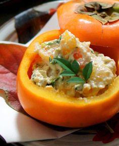 柿は食事のおかずにもなる万能素材。柿をくり抜いて容器に活用すれば、ぐっと食卓が秋仕様に。