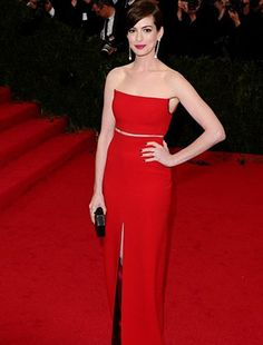 Anne Hathaway attends the 'Charles James: Beyond Fashion' Costume Institute Gala at the Metropolitan Museum of Art on May 2014 in New York City. (Photo by Axelle/Bauer-Griffin/FilmMagic) Anne Hathaway Style, Anne Hathaway Photos, Charles James, Red Carpet Gowns, Costume Institute, Dress Me Up, Dress Red, Hollywood Glamour, Lady In Red