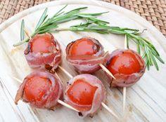 Eine tolle Beilage sind Tomaten im Speckmantel. Das Rezept ist sehr einfach in der Zubereitung und bringt Abwechslung auf den Teller.