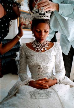 Anna Karabo Mots'oeneng, later Queen 'Masenate Mohato Seeiso, on her wedding day with King Letsie III, February 2000 in the Lesotho capital of Maseru. Royal Brides, Royal Weddings, Beautiful Black Women, Beautiful People, Beautiful Ladies, Adele, Black King And Queen, Black Royalty, African Royalty