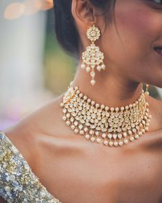 Names of 9 Popular Bridal Necklace Types for Indian Brides! *With Photos* wedding jewelry 8 Hottest Bridal Necklace Types: What They're Called & How To Style 'Em! Colar Fashion, Fashion Necklace, Fashion Jewelry, Dainty Diamond Necklace, Gold Choker, Pearl Choker, Silver Earrings, Garnet Necklace, Choker Necklaces