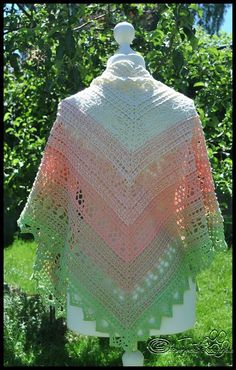 Crochet Patterns Scarves Instructions for the cloth 'wind chime' Written by Tanja Schuster. Crochet Poncho Patterns, Crochet Shawls And Wraps, Crochet Scarves, Wind Chimes, Diy, Crocheting, Capes, Ponchos, Wheat Fields