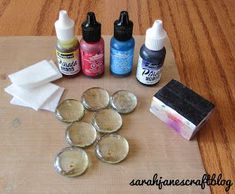 DIY craft tutorial for alcohol Ink decorated glass gem flat marbles backed with foil tape and made into pendants. DIY craft tutorial for alcohol Ink decorated glass gem flat marbles backed with foil tape and made into pendants. Alcohol Ink Jewelry, Alcohol Ink Glass, Alcohol Ink Crafts, Alcohol Ink Painting, Crafts To Sell, Diy And Crafts, Selling Crafts, Doodle Drawing, Flat Marbles