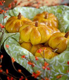 oohhhbaby:  pumpkin dinner rolls