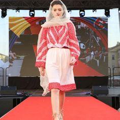 Izabela Mandoiu in Slovacia Ramones, Gallery, Style, Fashion, Swag, Moda, Roof Rack, Fashion Styles, Fashion Illustrations