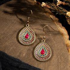 Vintage Water Drop Dangle Earrings – Boho Vibes Vintage Earrings, Fashion Earrings, Women's Earrings, Bridal Jewelry Vintage, Unique Jewelry, Jewelry Ideas, Square Earrings, Dangles, Water
