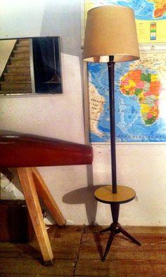 Lámpara de pie con mesilla incorporada de VINTAGE 4P