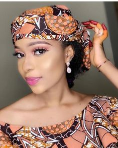 Hi Fashionistas Welcome back to your number online channel of choice when it comes to print designs. African Fashion Ankara, Latest African Fashion Dresses, African Print Fashion, African Scarf, African Hair Wrap, Scarf Hairstyles, African Hairstyles, Fabric Styles, Mode Turban