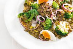 Kijk wat een lekker recept ik heb gevonden op Allerhande! Linzensalade met broccoli en ei