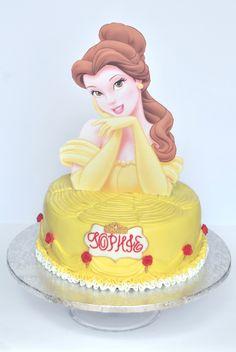 La bella y la bestia Cake, Cumpleaños de Sophie Pastel de vainilla relleno de ganache de chocolate con leche  #chocolatecake #cake #pastel #pastis #tarta #adelasbakery #ganache #vilafrancadelpenedes #bellaybestia #thebeautyandthebeast#princess #barcelona #cumpleañosfeliz Beauty And The Beast Cake Birthdays, Beauty And The Beast Party, Disney Birthday, Boy Birthday, Birthday Cake, Single Tier Cake, Cake Stencil, Fairy Cakes, Disney Cakes