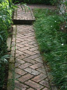 Create garden paths with bricks This is how its done Gartengestaltung Garten und Landschaftsbau Brick Pathway, Brick Garden, Garden Paths, Garden Edging, Diy Garden, Brick Steps, Concrete Garden, Terrace Garden, Garden Table