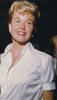 Page on Doris Day Hollywood Stars, Classic Hollywood, Old Hollywood, Music Theater, Theatre, Debbie Reynolds, Old Movie Stars, April 3, Actrices Hollywood
