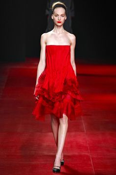 Nina Ricci Fall 2013 Ready-to-Wear Collection - Vogue Red Fashion, Party Fashion, Couture Fashion, World Of Fashion, Runway Fashion, Fashion Brands, High Fashion, Fashion Show, Fashion Design
