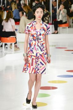 The runway at the Chanel resort 2016 collection in Seoul, Korea. Chanel Resort, Chanel Cruise 2016, Chanel 2015, Fashion Week, Runway Fashion, High Fashion, Fashion Show, Fashion Looks, Fashion Design