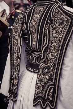 Greek Fashion, Ethnic Fashion, High Fashion, Womens Fashion, Greek Traditional Dress, Traditional Outfits, Ancient Greek Costumes, Modesty Fashion, Bling Shoes