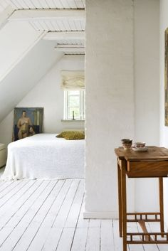 Keltainen talo Tanskassa - A Yellow House in Denmark Home Stories . White Hardwood Floors, Home Bedroom, Bedroom Decor, Attic Bedrooms, White Wooden Floor, Home Fashion, Steampunk Fashion, Gothic Fashion, Modern Bathroom