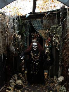 Doctor Halloween, Voodoo Halloween, Casa Halloween, Halloween Prop, Disney Halloween, Voodoo Party, Voodoo Costume, Outdoor Halloween, Chic Halloween Decor